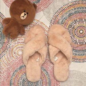 NWB FURRY CROSS SLIPPER PINK fuzzy pink slipper